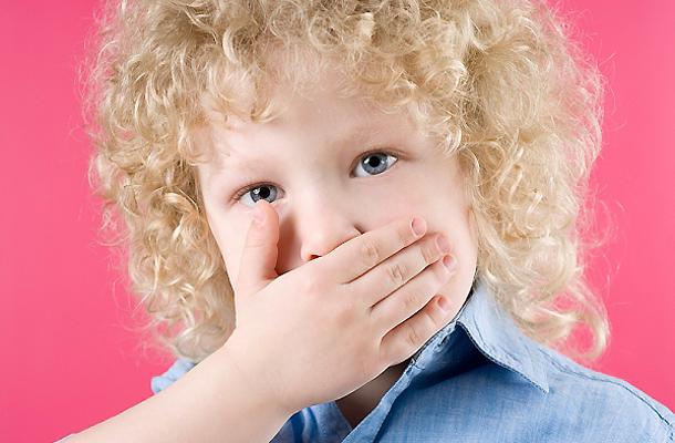 a száj szaga fehér ha reggel rossz szagot érez a szájában