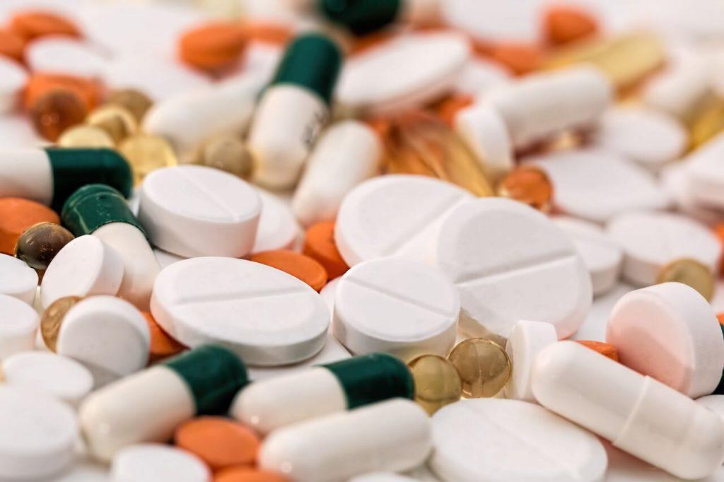 a száj szaga fehér mely tabletták segítenek a férgektől