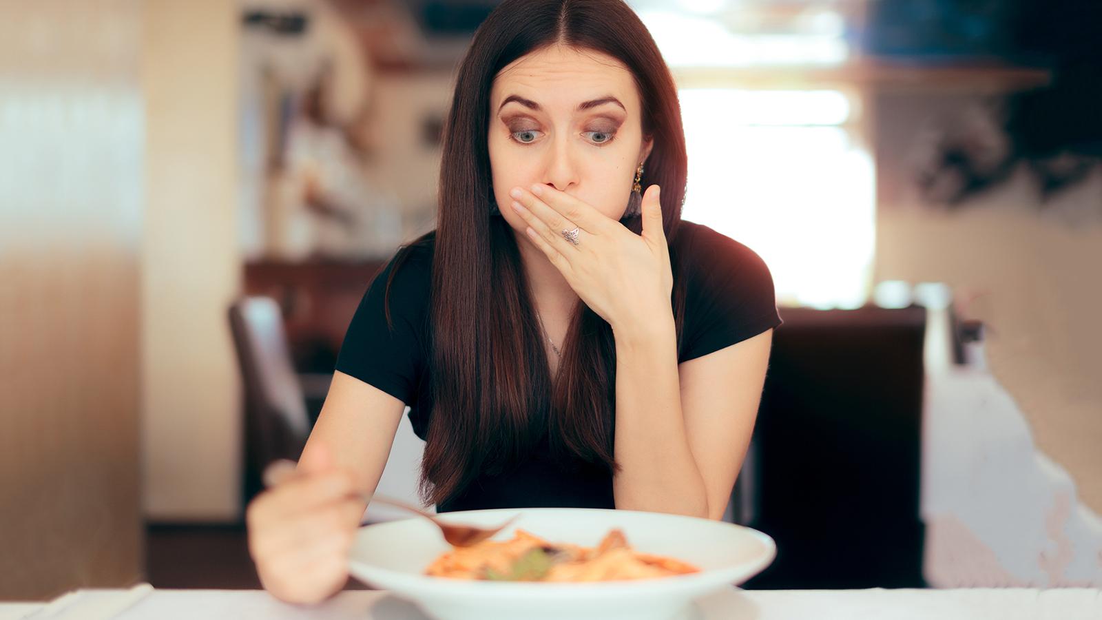 Gyomorfájás hányás rossz lehelet